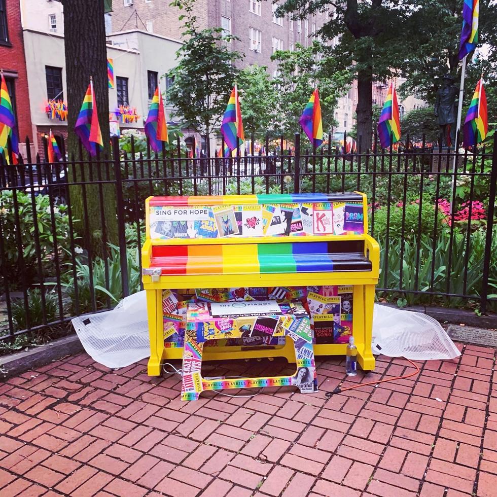 ストーンウォール国立記念碑にある常設で設置されているピアノ。不定期でミュージシャンによる演奏が行われている