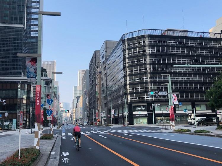 スタートから約10kmの地点にある日本橋交差点(撮影=筆者)