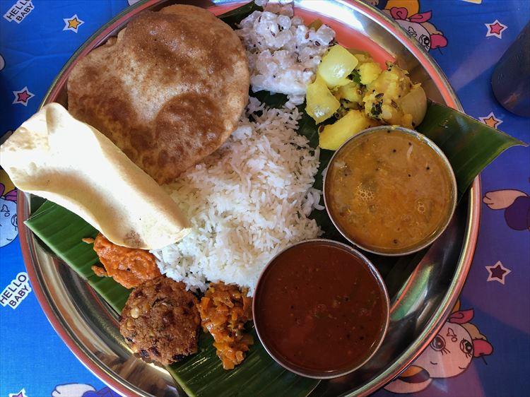南インドの上品なミールスとチャイにほっとする 「南印度 ダイニング ポンディバワン」(東京・武蔵新田)