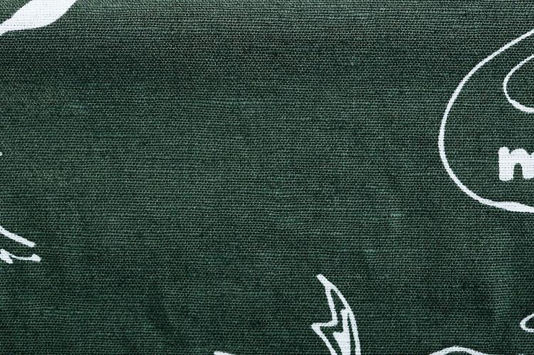 生地の緯糸(よこいと)にはコットン、縦糸に竹繊維とコットンの混紡繊維を使用している