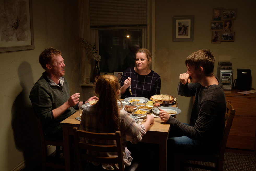 カンヌ国際映画祭パルムドール受賞監督が、引退宣言を撤回してまで描きたかった映画『 家族を想うとき 』試写会へご招待