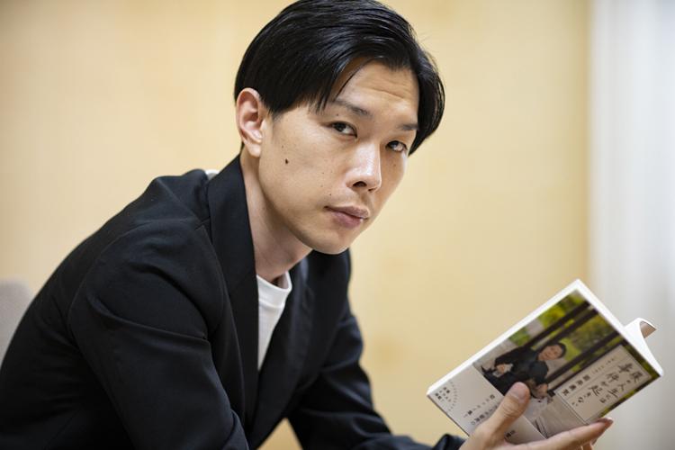 岩井勇気「芸人の仕事は客商売。テレビと本は客層が違う」 文章で切り開いた新たな表現