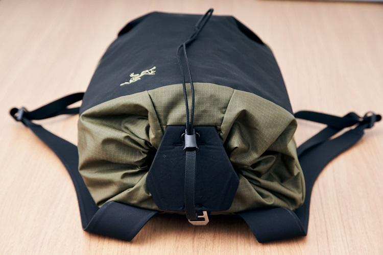 クライミングバッグを都市用に改良  アークテリクスの新定番バックパック