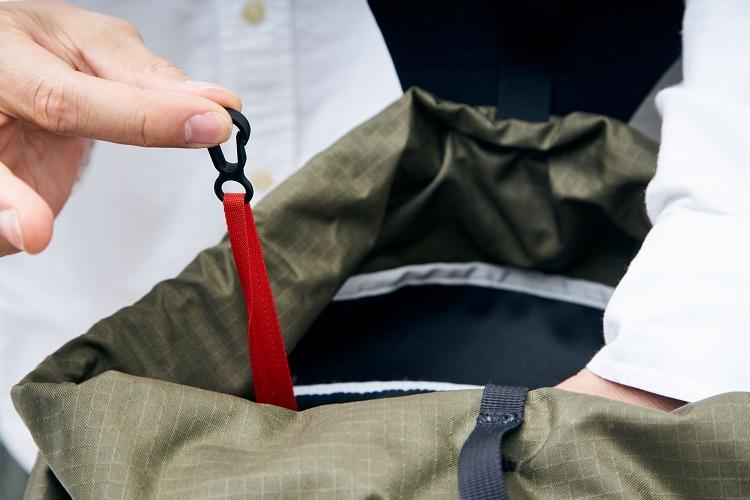 オーガナイザーポケット内部には視認性の高いキーホルダーを装備