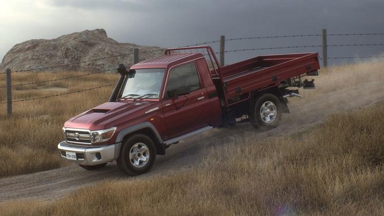 トヨタ・ランドクルーザー70のオーストラリア仕様。走行性能は折り紙つき。ロングホイールベース仕様ならキャブコンの素材として最高だと思うのだが