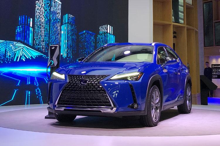 レクサスがバッテリー駆動のEV「UX300e」を広州自動車ショーで発表した理由を考察する