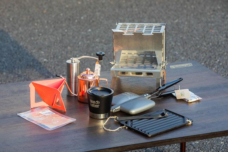 コーヒーセット、ミニ焚き火台、ホットサンドメーカー、鉄板
