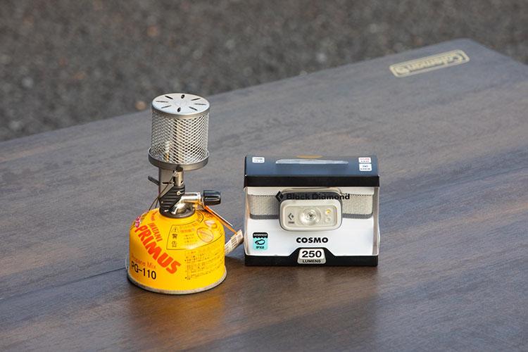 (左)燃料ランプ・ガス缶、(右)ヘッドライト