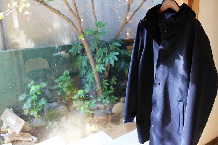 Jersey Coat。伸縮性のある素材でありながら、発熱効果があり、実際に着用すると薄手の素材にもかかわらず風を通しません。