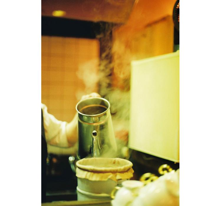 受け継がれる味と美意識 純喫茶「珈琲 ショパン」のアンプレス