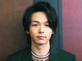 """多彩な役で""""2019年の顔""""となった俳優・中村倫也の素顔に迫る"""