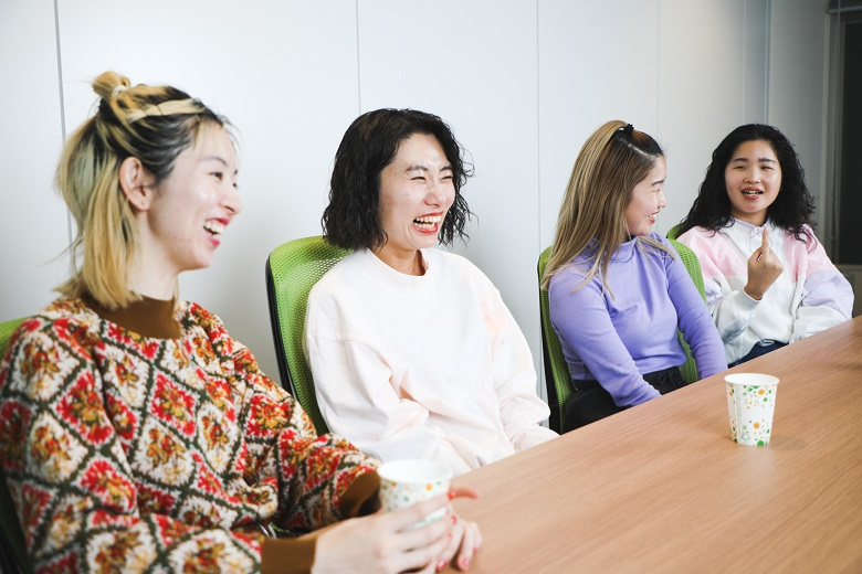 (左から)ユウキさん、ユナさん、マナさん、カナさん