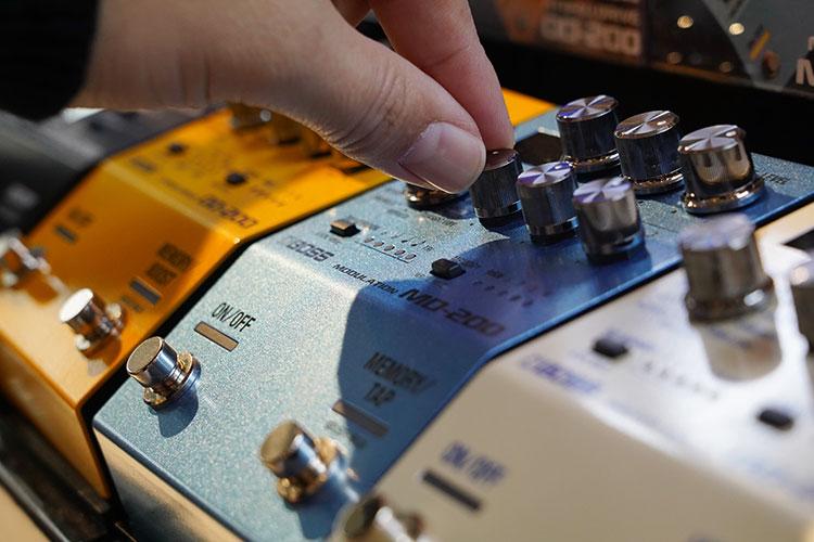 ツマミを回して音の調整がしやすいコンパクトエフェクター