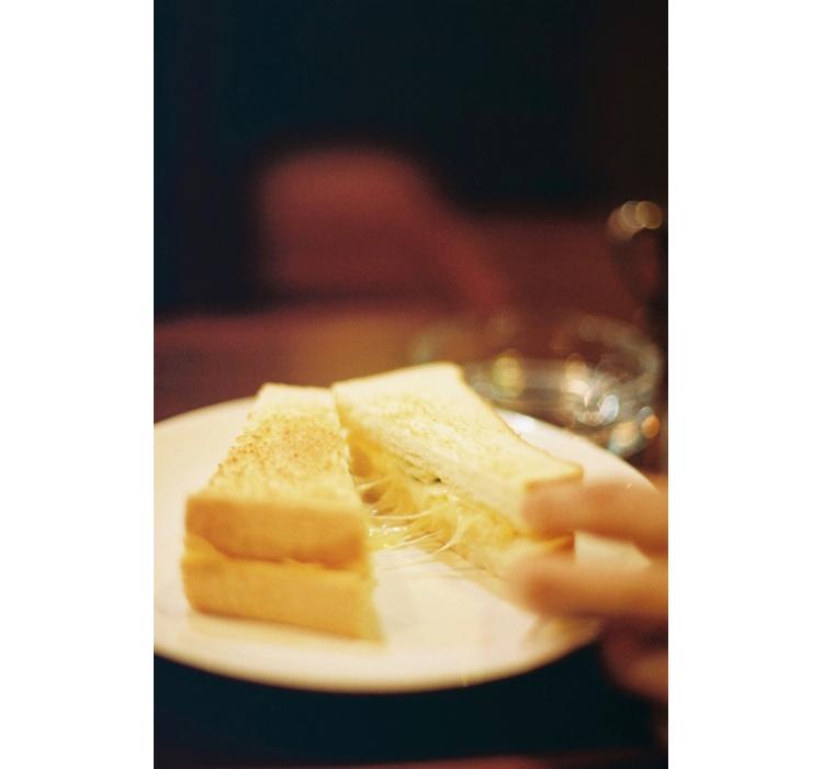 浅草橋の純喫茶で見つけた極上の「チーズオムレツ」トースト