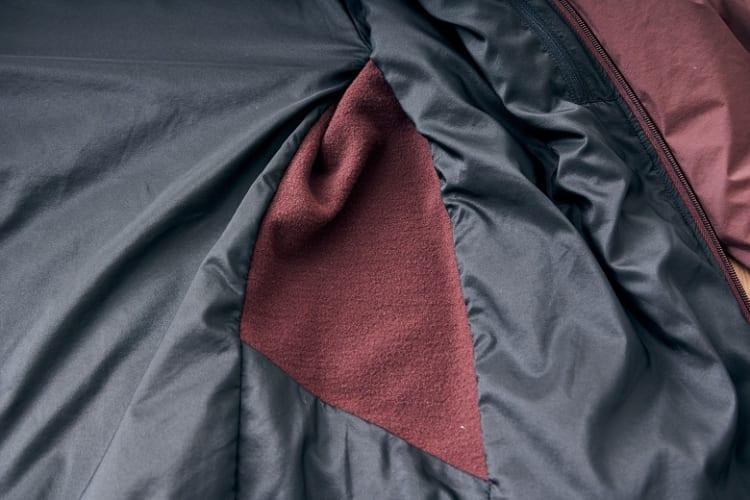 Velolain高性能フリースの裏側は起毛している。この部分には中綿が入っていない