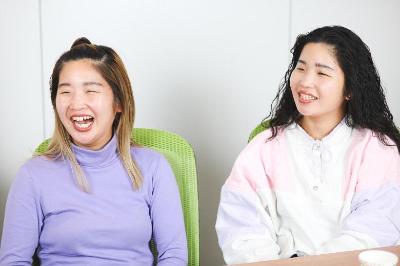 (左から)マナさん、カナさん