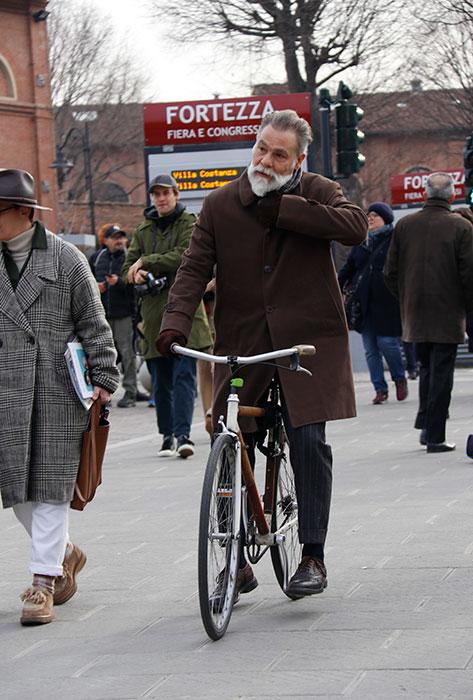 環境保護が叫ばれる今日、来場にはレトロ風自転車がスタイリッシュ