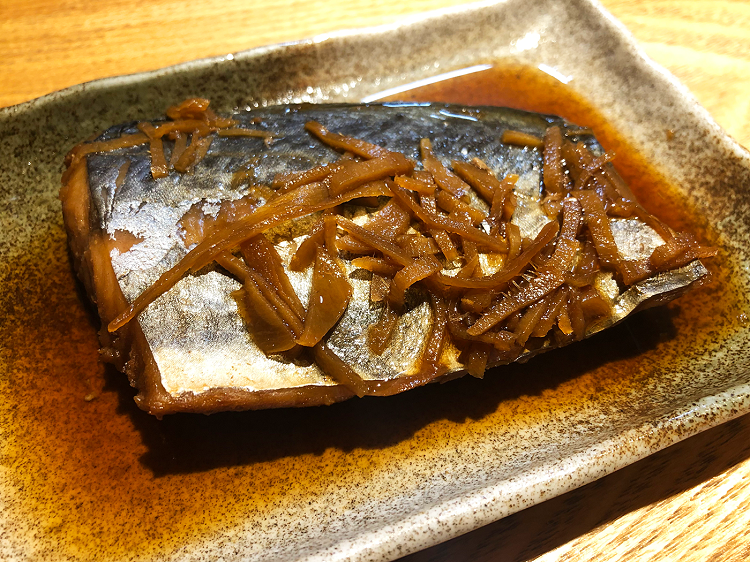 冷えに効くしょうがたっぷりのサバのしょうが煮。おからと合わせて898円とリーズナブル