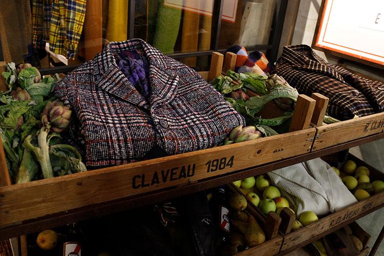 プラトをベースとする「ボブ」は、トスカーナの古い食料品店を再現したブースを展開した