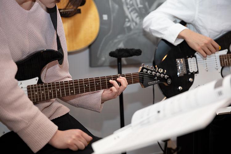 """エレキギター """"大人の音楽教室""""にいってみた(前編)"""