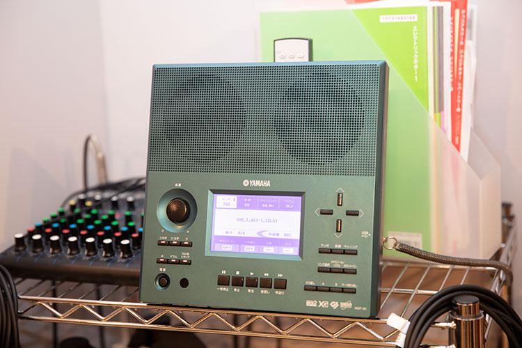 ミュージックデータプレーヤー・MDP-30(伴奏くんⅡ)。例えばエレキギターのパートのみ音を抜いて、他の伴奏だけを鳴らすこともできる