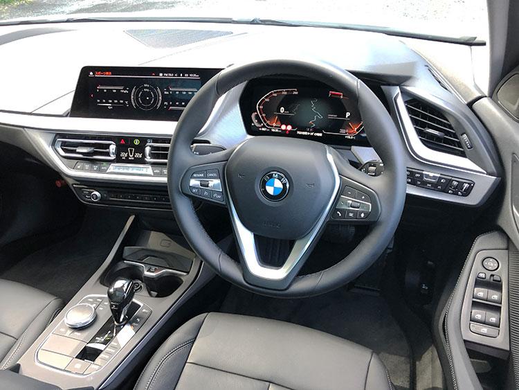 10.25インチのモニターを含めた「BMWライブコクピット」を含めた「iDriveナビゲーションパッケージ」はオプション