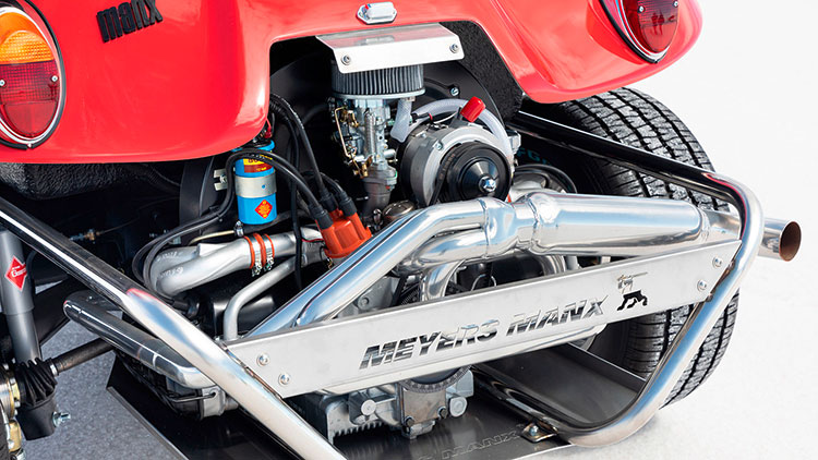 ビートルの水平対向エンジンをベースに気化器や電装系を変えてチューンナップ