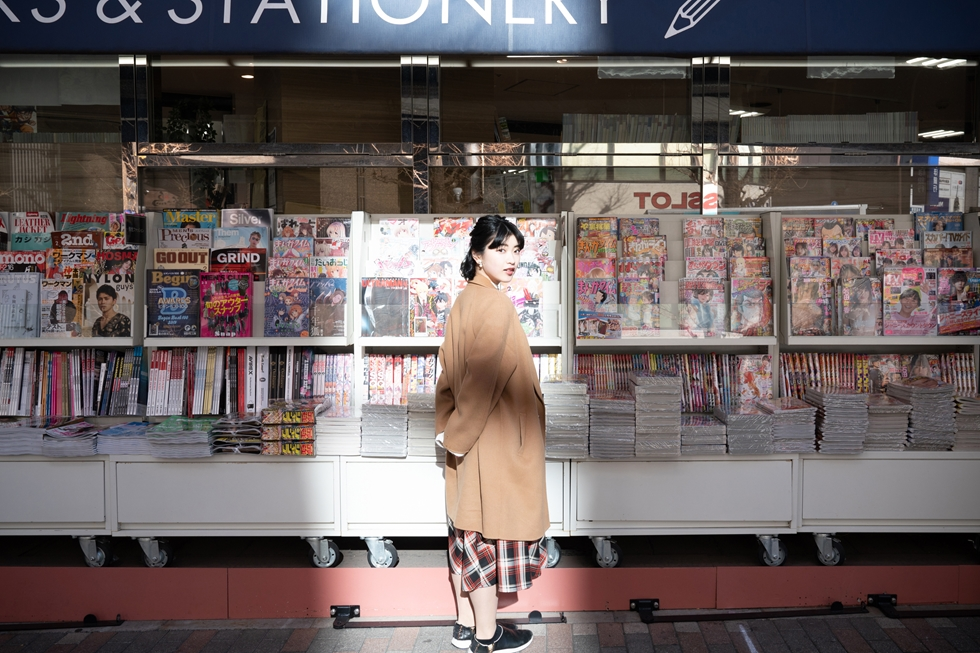 """ミスiD2020の""""空手ガール""""・石黒さくらさんと大塚で思い出めぐり"""