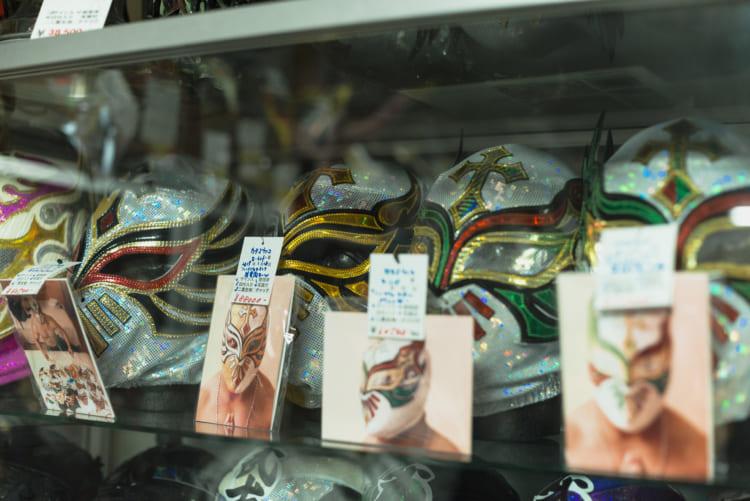 ファンと選手、販売業者の複雑な愛と人間関係……「プロレスマスク」をめぐるコアな世界/【プロレス偏愛】#02