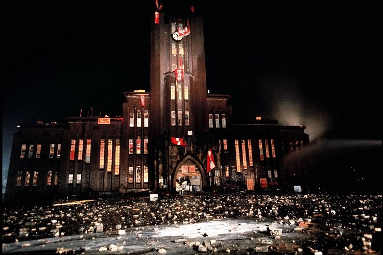 東大・安田講堂の占拠には弘前大全共闘のメンバーも参加していた。その後、全国各地の大学でも闘争が激化する=1969年1月18日