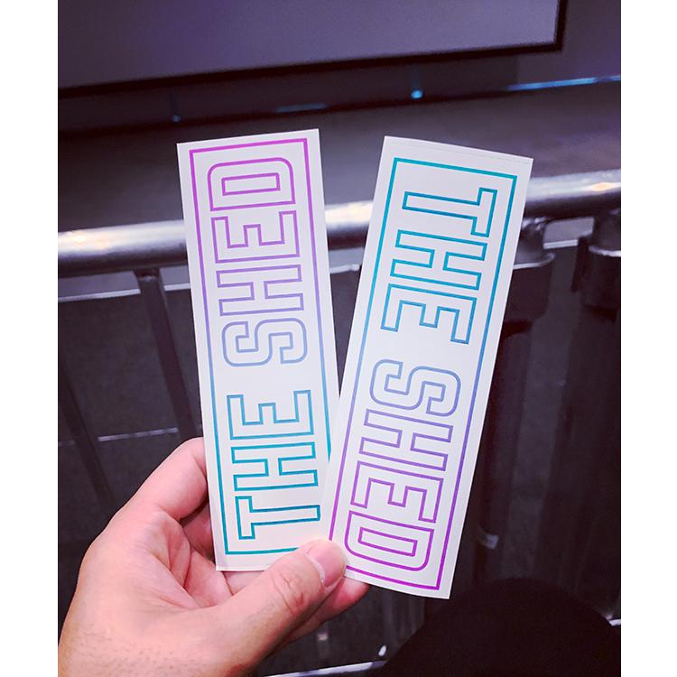 チケットの裏にプリントされたザ・シェドのメイン・ロゴマーク。ローレンス・ウェイナーとザ・シェドとのコラボレーション