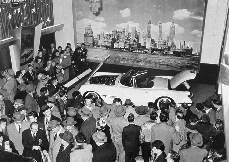 一般消費者向けにコンセプトカーを展示するゼネラルモーターズのショー「モトラマ」に最初に出展されて好評だった