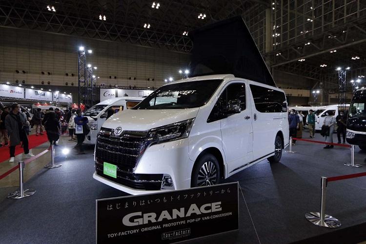 トイファクトリーのブースに登場したトヨタ・グランエース。ただし、架装はルーフのみのコンセプトモデル