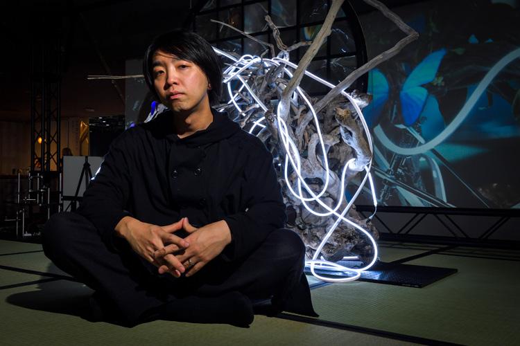 例年より静かな「Media Ambition Tokyo」会場で落合陽一さんに聞いた、「アートを質量に保存する」ということ