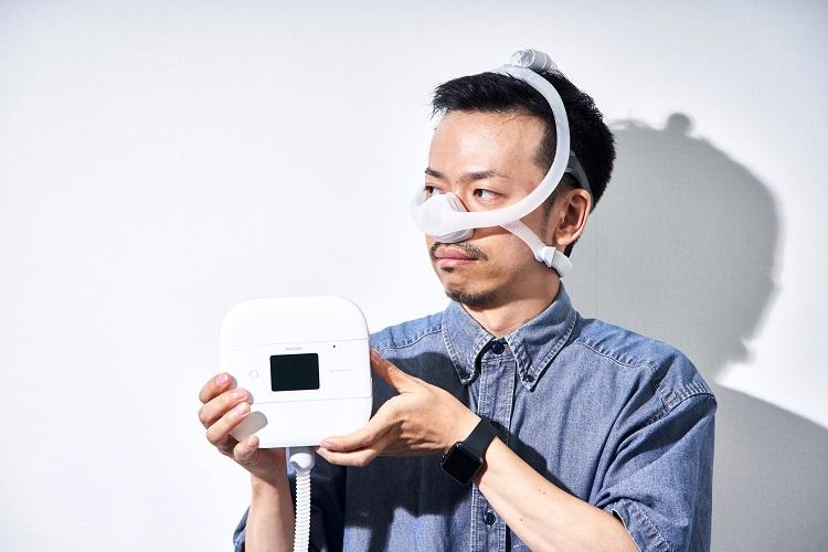 フィリップスが手がける最新のCPAP装置はマスクも大幅に小型化されている