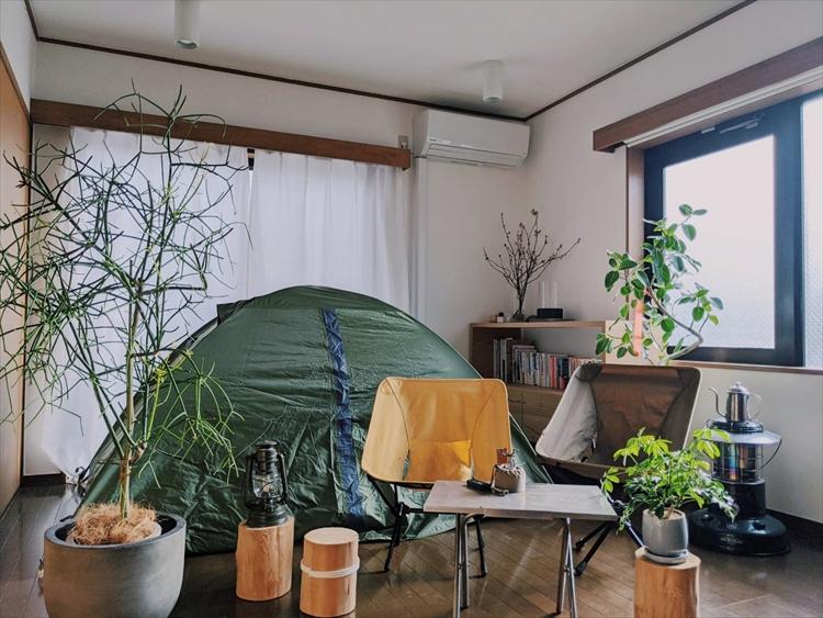 【フォトギャラリー】賃貸でも家で本格キャンプ 「テント・焚(た)き火・キャンプ飯」で部屋キャンを楽しむ