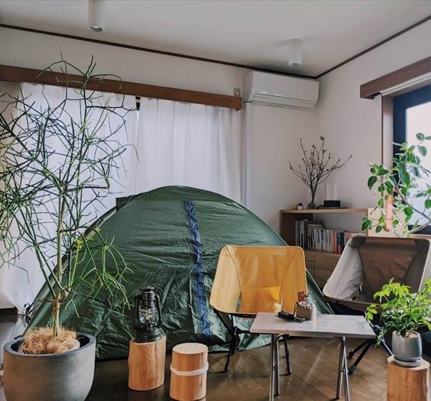 賃貸でも家で本格キャンプ 「テント・焚(た)き火・キャンプ飯」で部屋キャンを楽しむ