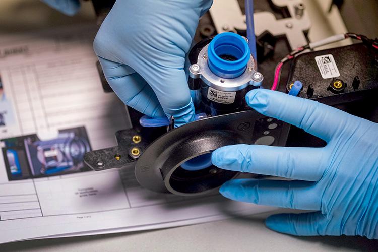 米ゼネラルモーターズはインディアナ州の工場で人工呼吸器を生産するための従業員の訓練を開始している(写真=General Motors提供)