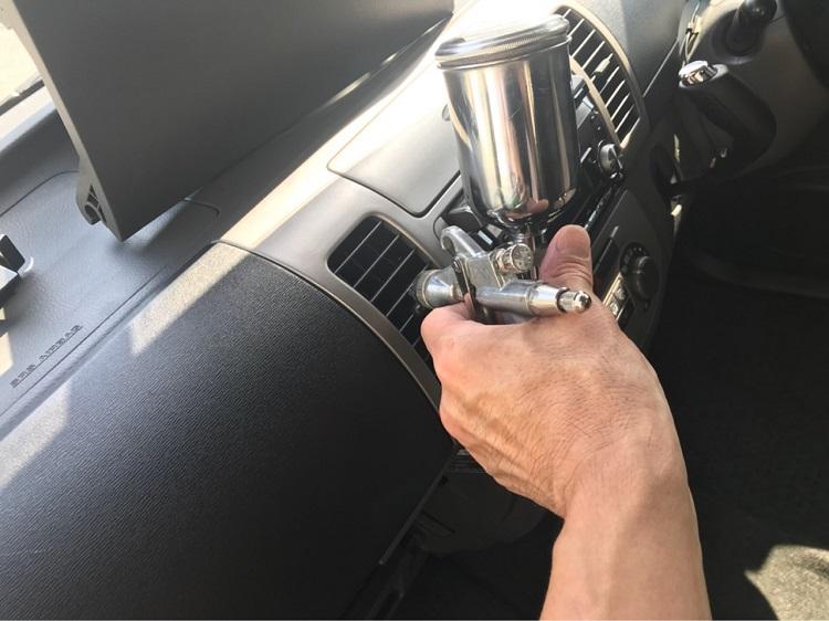 車内も光触媒で処理すれば、防汚・抗菌・消臭と快適な車内が続く(photo:キャンパー楽洗化宇皆宮店)