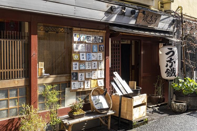 歌舞伎町のど真ん中、江戸風の粋な店構え
