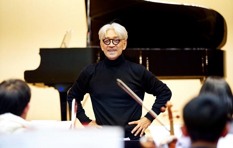 東北ユースオーケストラと共に=2019年12月12日、福島市、小玉重隆撮影