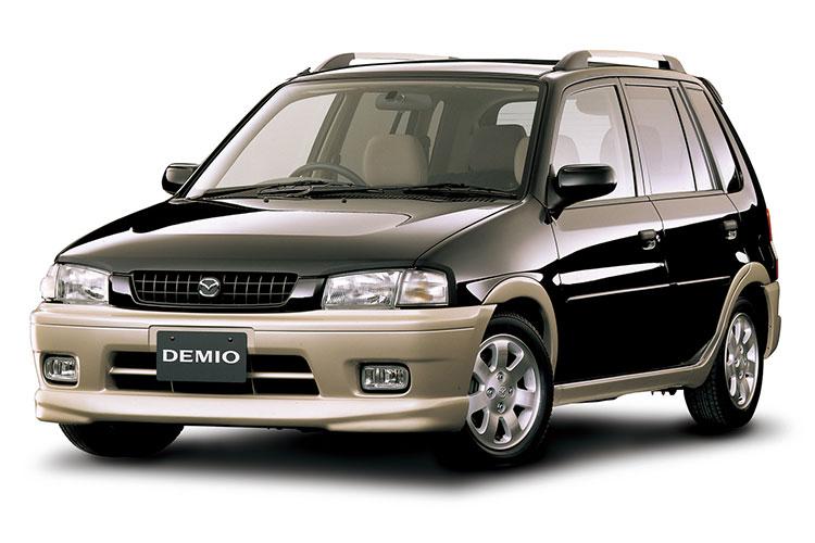 2トーンのカラースキームは当時マツダと資本提携の関係にあったフォード車を思わせた