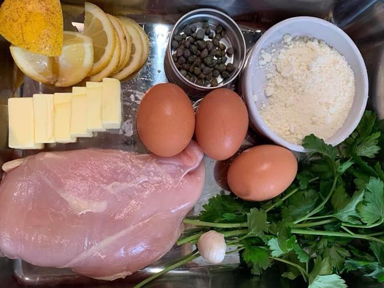 お家で簡単! リ・カーリカが教える「鶏胸肉のピカタの焦がしバター醤油レモン」の作り方