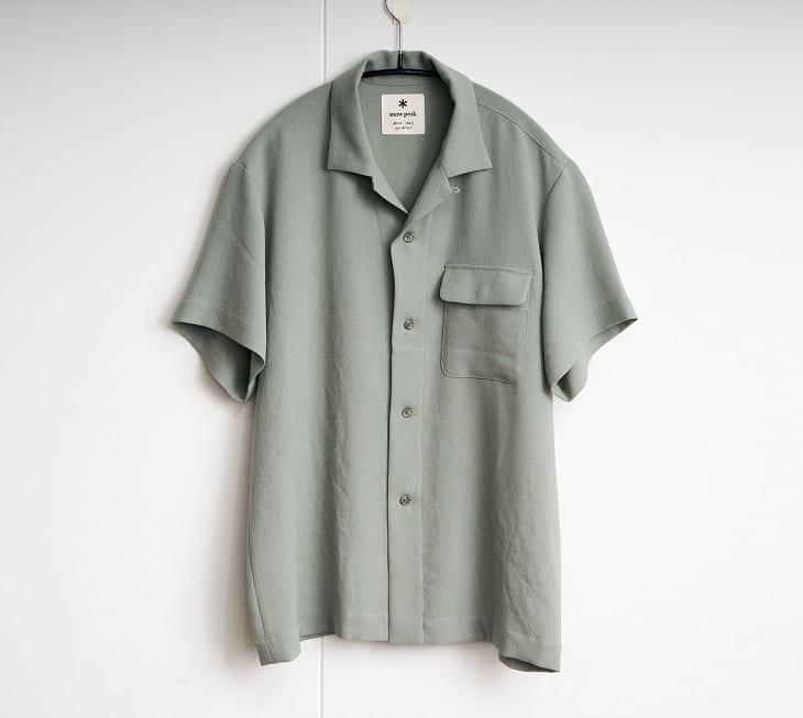 流行アイテムにさらなる清涼感を スノーピークのオープンカラーシャツ