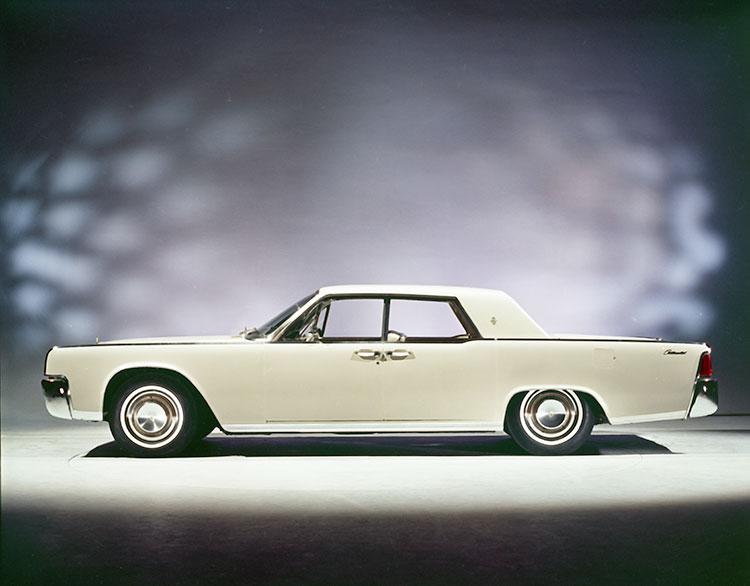 64年モデルからホイールベースが80ミリ延びた