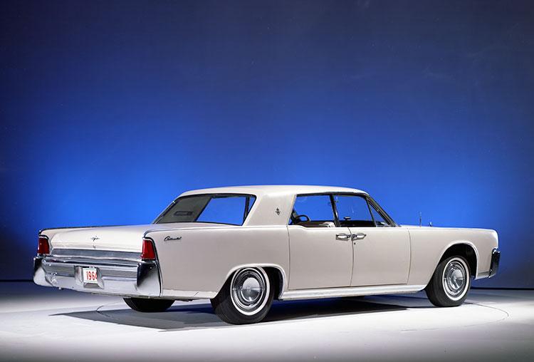 64年モデルではリアウィンドーの面積が拡大された