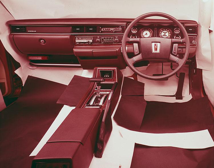 4ドアハードトップ2800ブロアムの運転席まわり