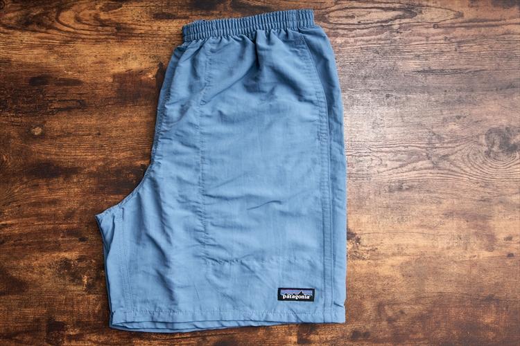 平置き裾幅は約32センチ。「バギーズ・ショーツを太いとおっしゃる方も多いのですが、実は昔のものに比べるとかなり細くなっています」と加藤さん(※画像はバギーズロング)