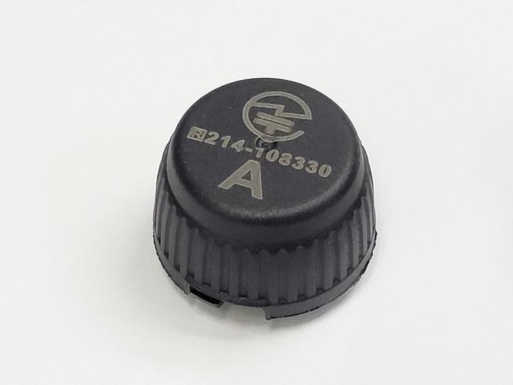 バルブキャップ型TPMSセンサー。簡単に装着できるのがメリットだが、できればゴムバルブでなく金属バルブで使いたい