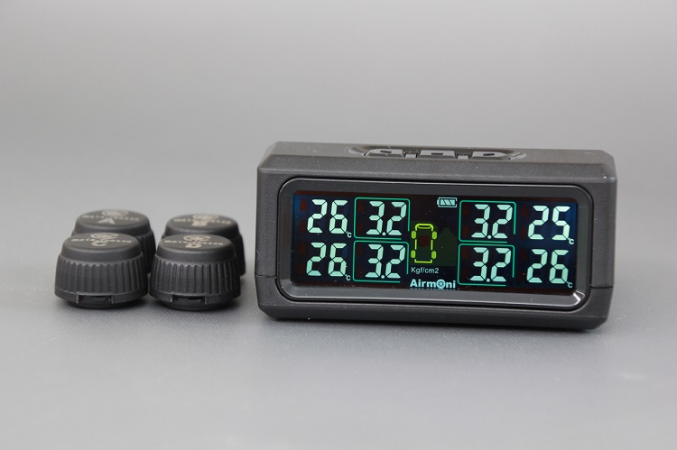 後付けTPMS、Airmoni4。最大8輪までのタイヤ空気圧・温度をモニタリングすることができる